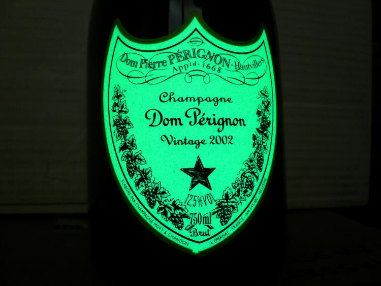 Bouteille de Dom Pérignon luminescente