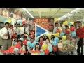 Les employés d'un magasin appartenant à Auchan, à Taïwan, souhaitent joyeux anniversaire à Gérard Mulliez !