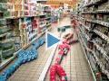 La nuit, au supermarché Cora de Rennes... on joue aux dominos !