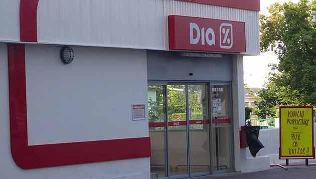 Distribution: Carrefour et Casino se disputent la reprise des magasins Dia
