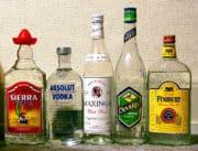 Royaume-Uni: les députés veulent inscrire des messages d'avertissement sur les bouteilles d'alcool
