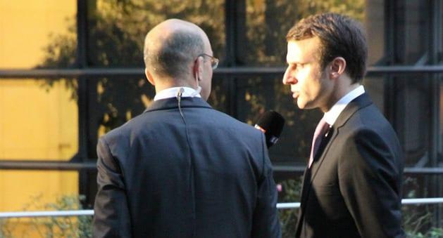 Emmanuel Macron en visite chez Gad, s'excuse pour «les illettrées»