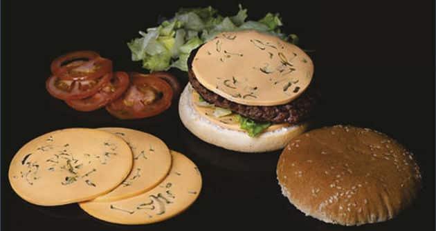 SOSLICE, de SOREAL. Pour plus de praticité, Soréal a imaginé un concept de garniture en tranche pour burger. Les sauces solidifiées peuvent de plus inclure des condiments et/ou des marquants, tels que des lardons, des champignons, ou encore des poivrons.