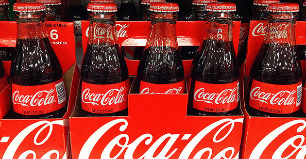Coca-Cola vend moins mais plus cher pour compenser