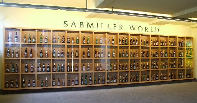 Bière: SABMiller rejette l'offre d'AB InBev
