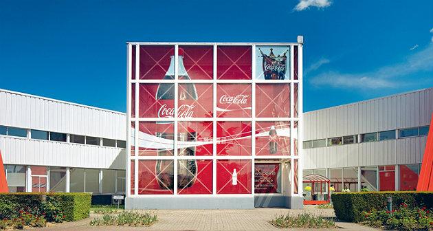 Coca-Cola inaugure sa nouvelle ligne de production de canettes à l'usine de Grigny