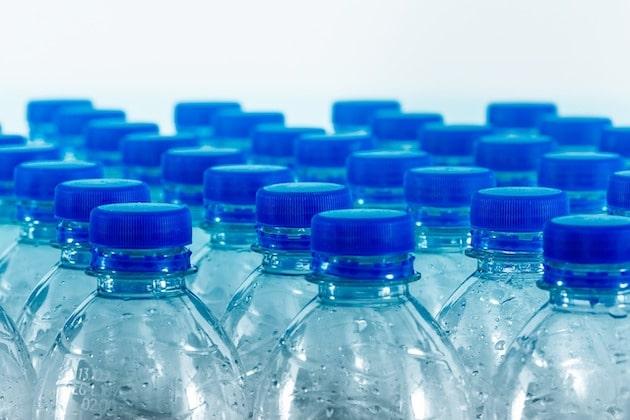 Emballages : Leclerc expérimente le recyclage des bouteilles plastiques en Occitanie