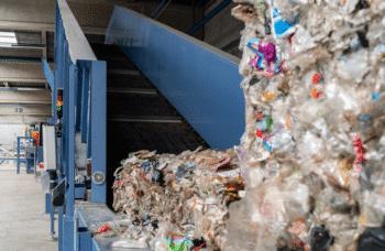 Soprema inaugure Sopraloop pour le recyclage des emballages plastiques pet complexes