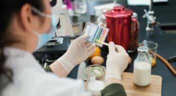 Sécurité sanitaire des aliments : L'Anses propose un outil pour hiérarchiser les dangers chimiques et biologiques