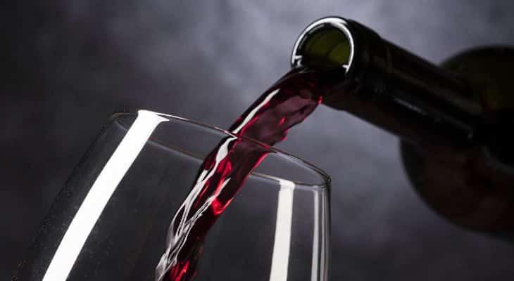 Confrontée à la crise et à une baisse de consommation à domicile, la filière vin à la recherche de nouveaux relais de croissance