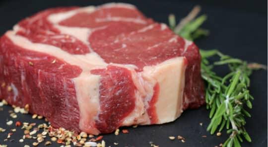 Les consommateurs français prêts à réduire leur consommation de viande et à se tourner vers les légumes secs